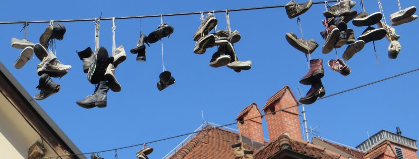 Comedy Tour Ljubljana, Hanging Shoes